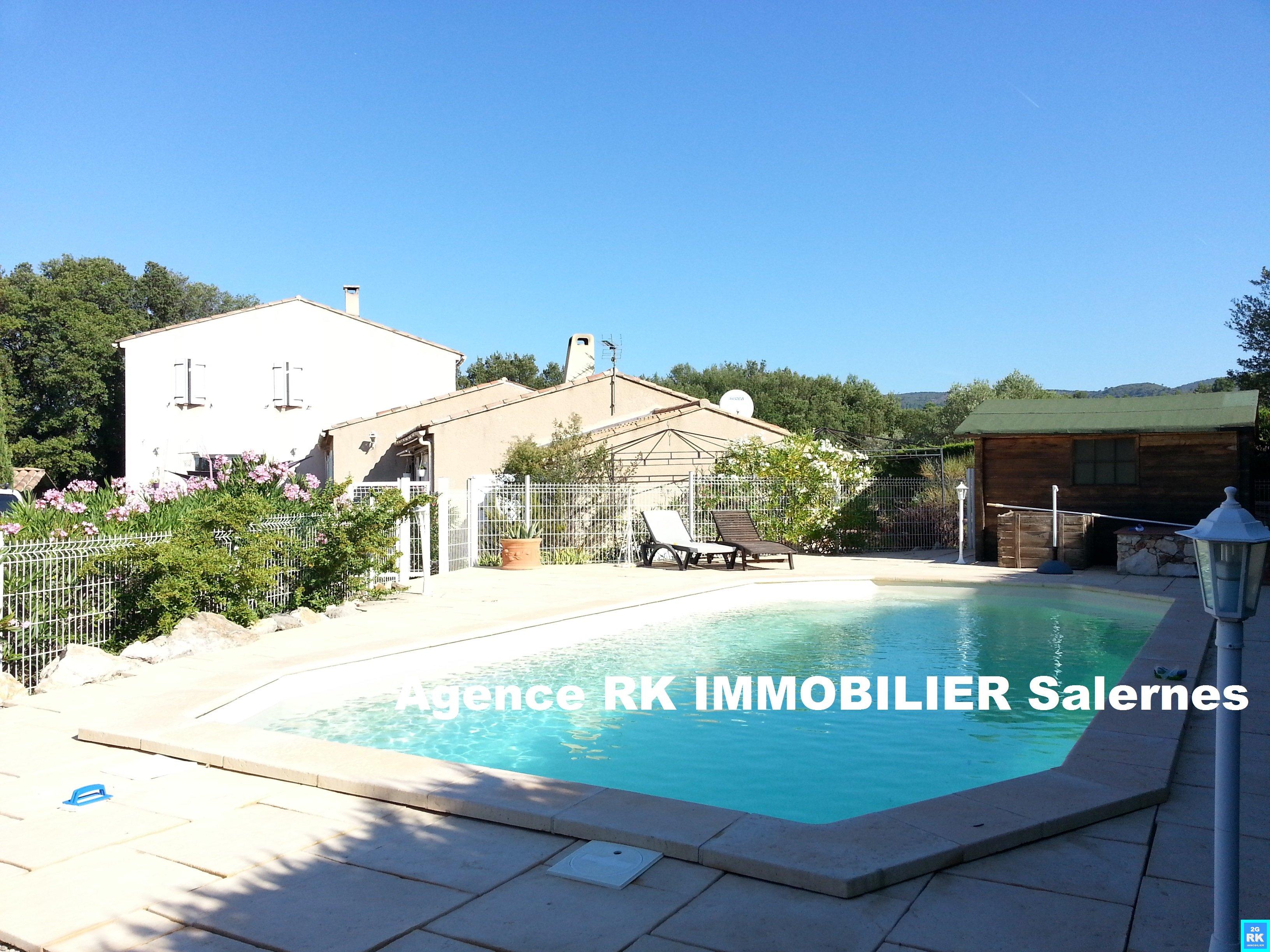 Propriété avec 2 villas et piscine.