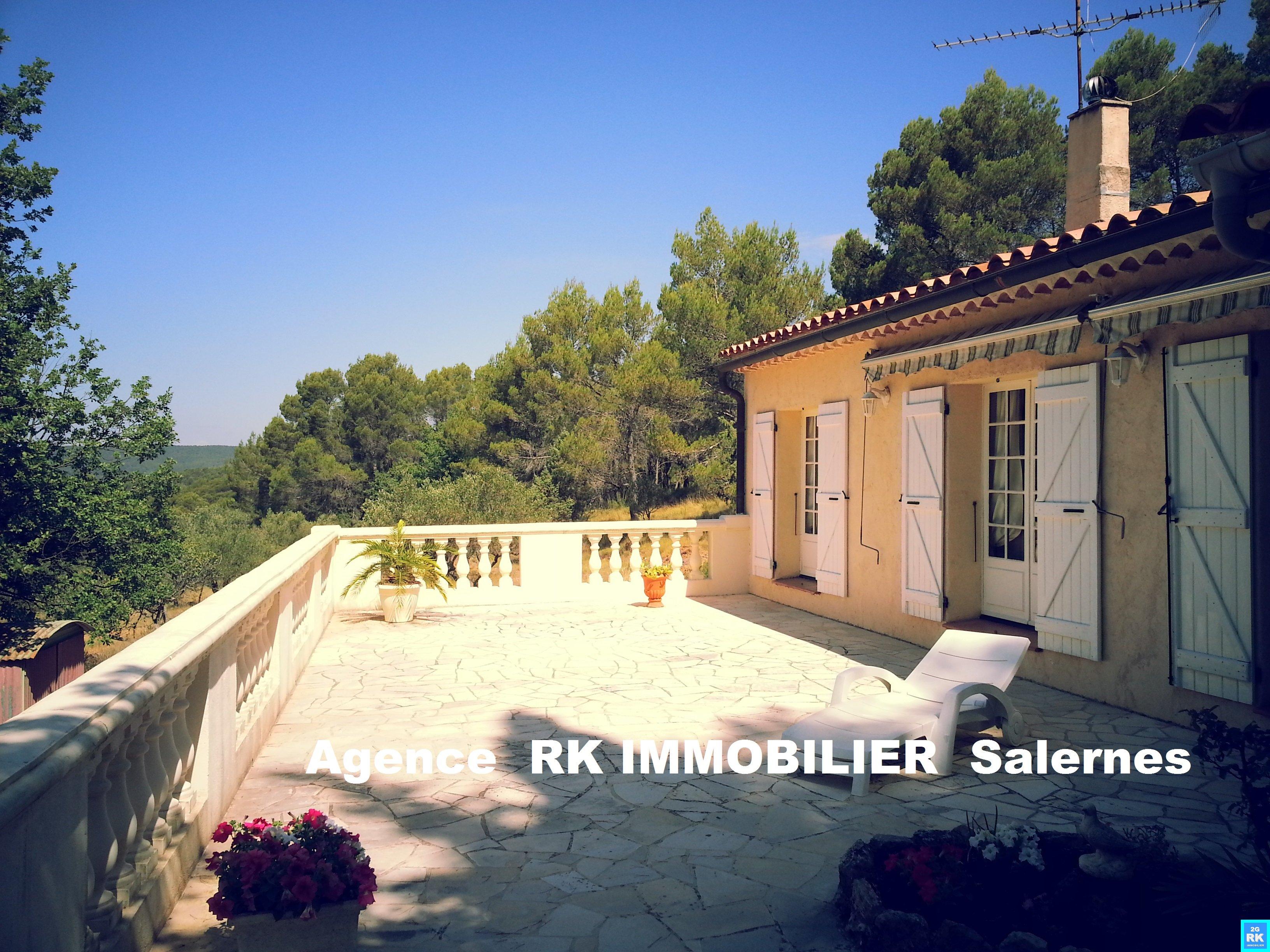 Villa à Villecroze avec vue panoramique.