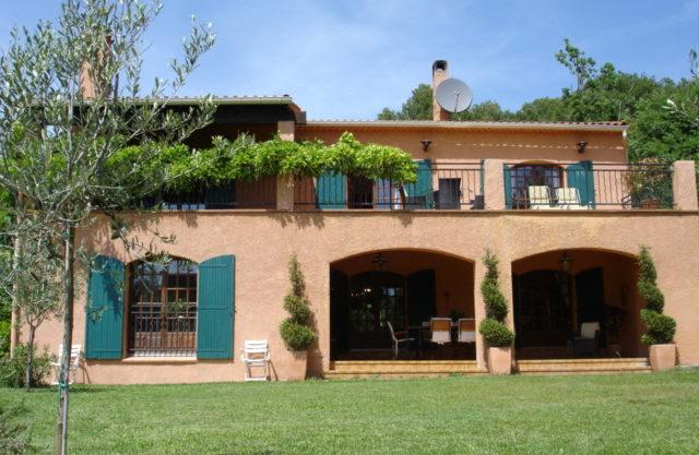Villa provençale proche Villecroze (Var) dans quartier résidentiel.