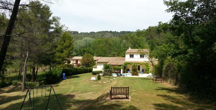 Jolie villa Villecroze avec piscine