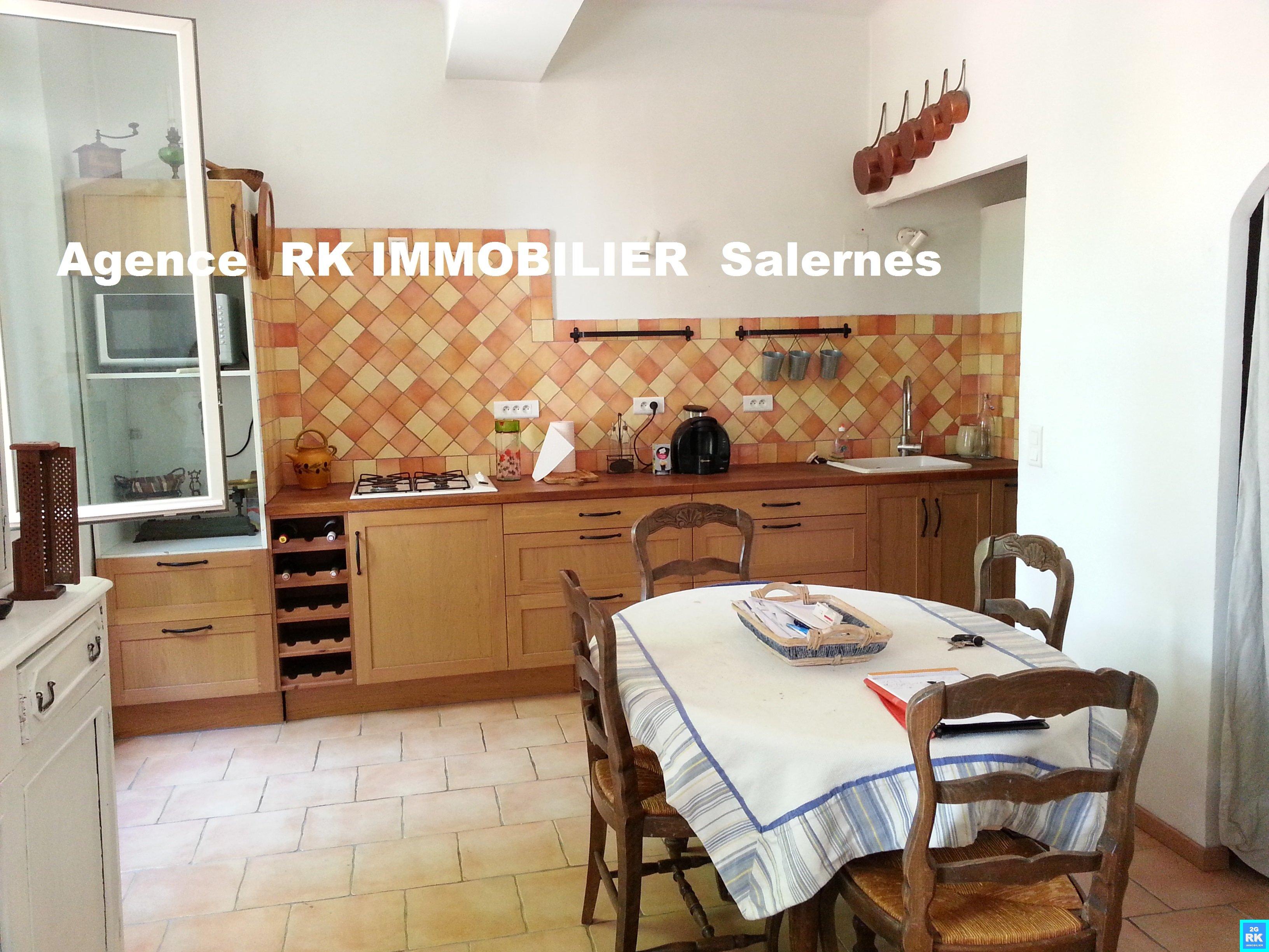 Maison de village rénovée, 5 pièces, 86 m² avec local commercial.