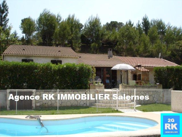 Villa plain-pied 85 m² avec 3 chambres et piscine.