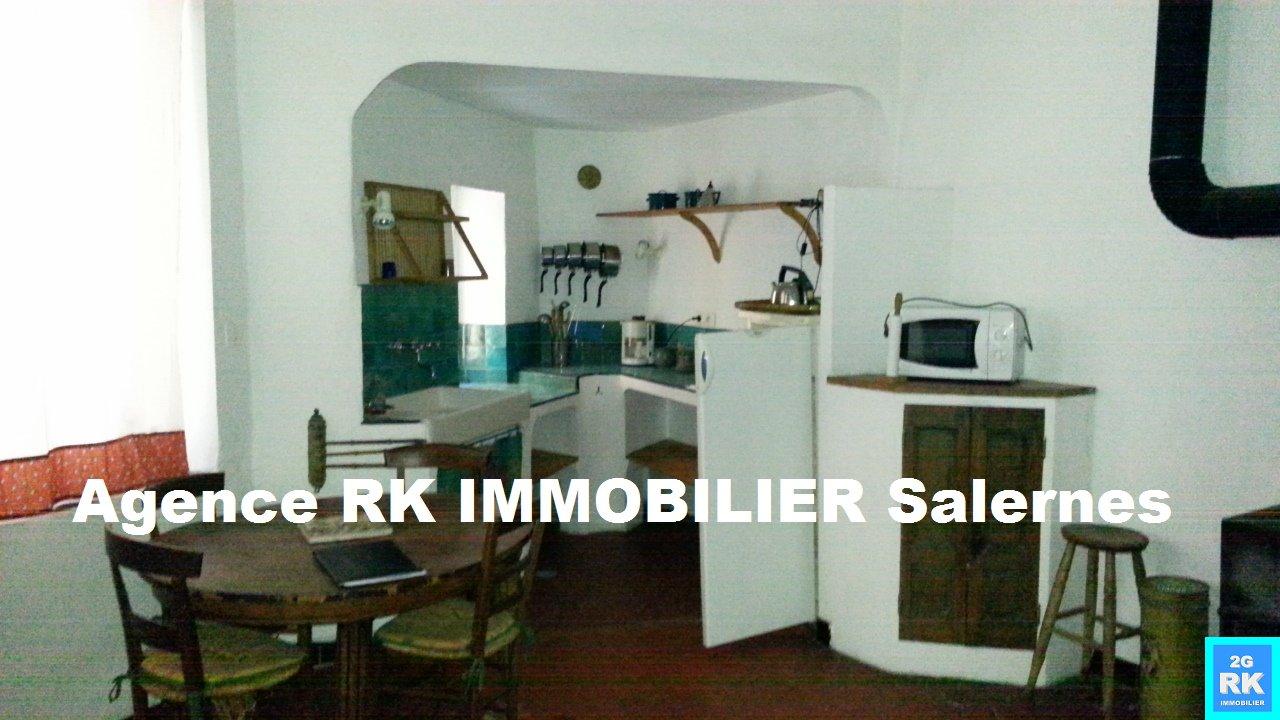 Maison de village rénovée Salernes avec local Rdc.