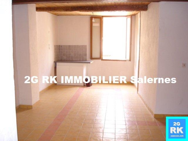 Appartement T2 à louer Salernes centre village.
