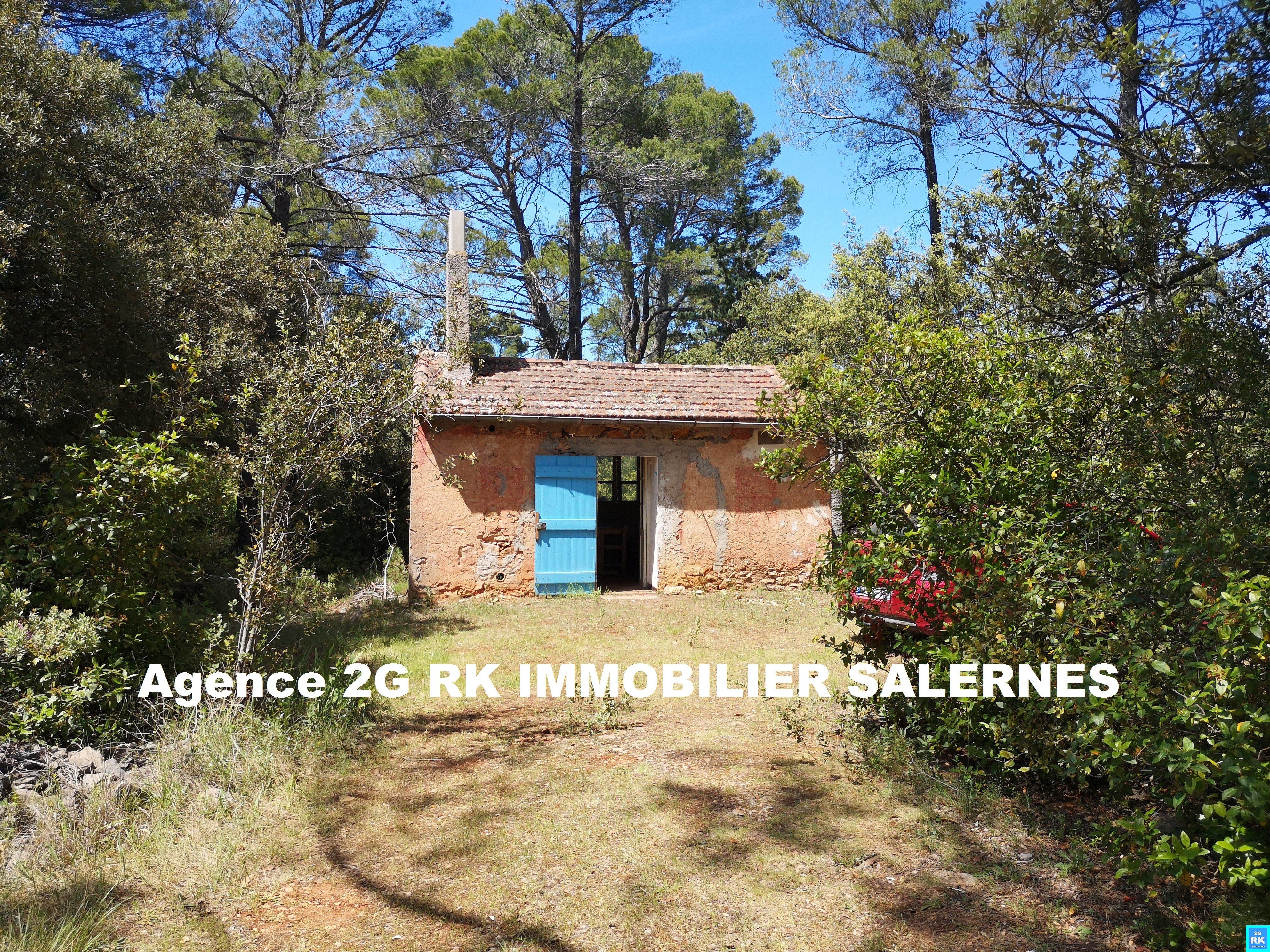 Cabanon 15 m² sur terrain 12 350 m² pleine nature.