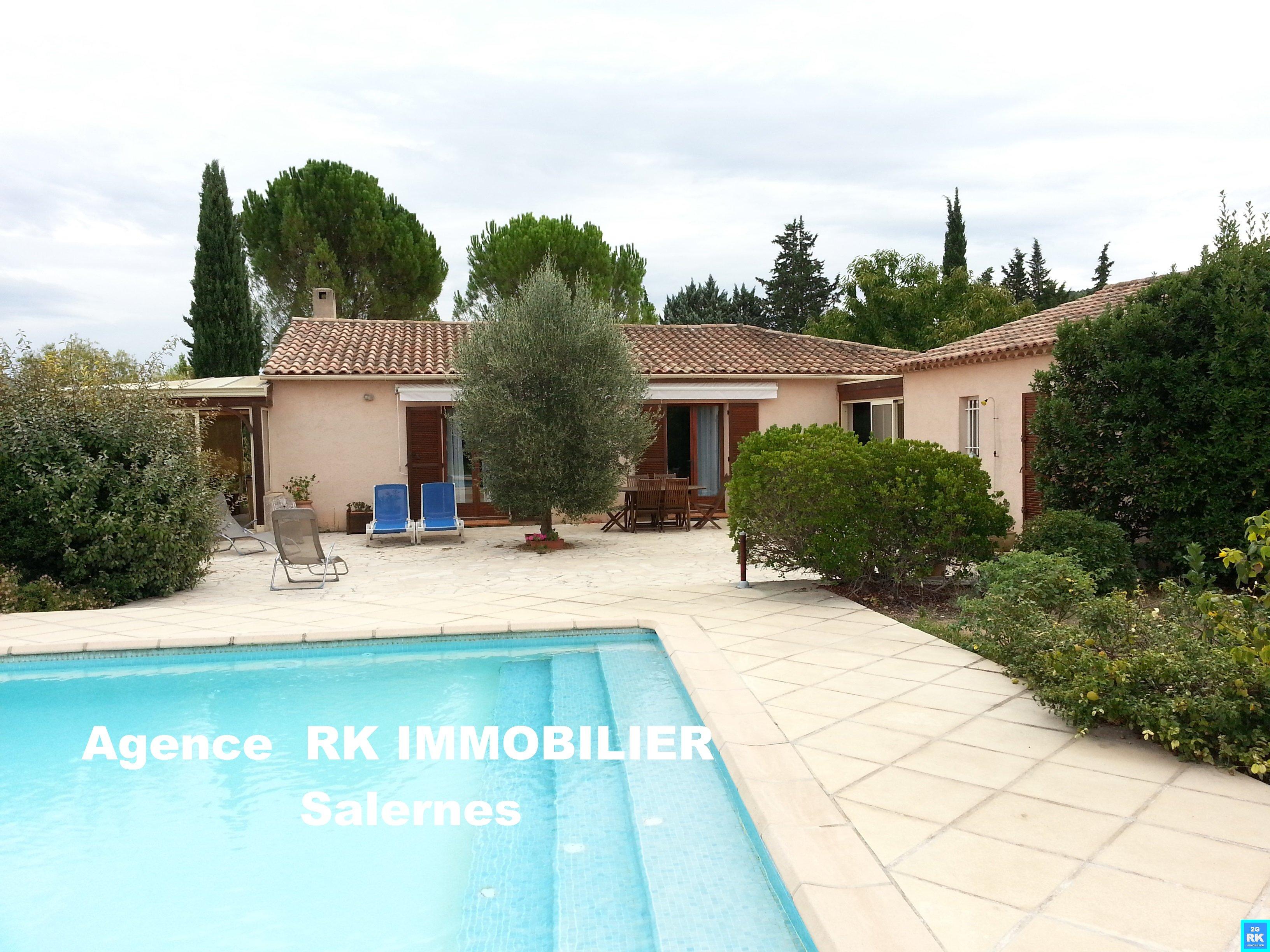 Jolie villa traditionnelle avec 4 chambres à Salernes.