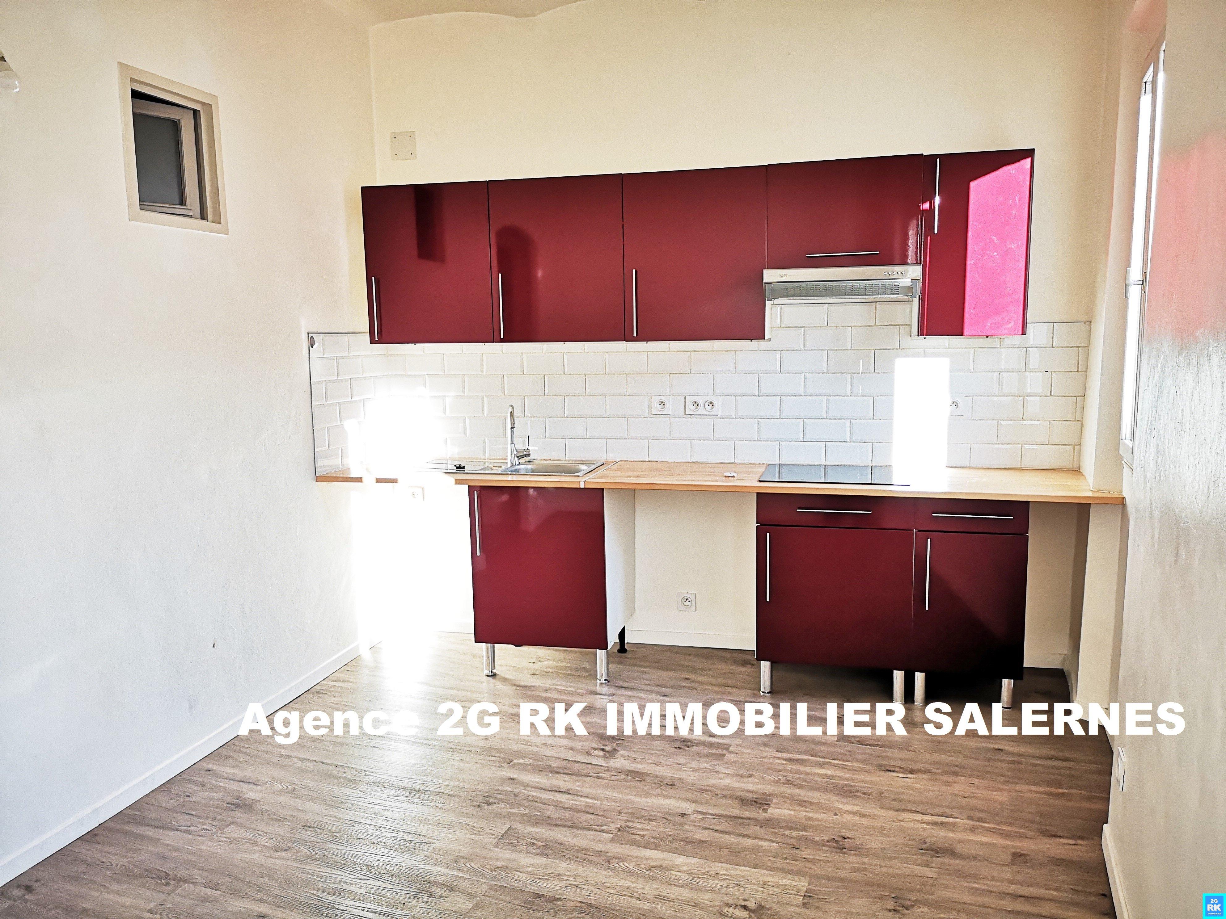 Appartement T2 de 27 m² rénové au 3ème étage.